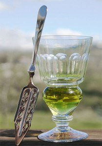 A traditional glass of absinthe verte.
