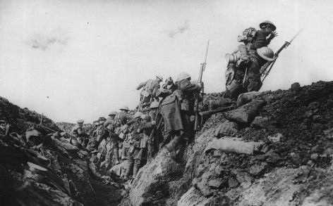 Canadians on the attack at Vimy (archival photo)