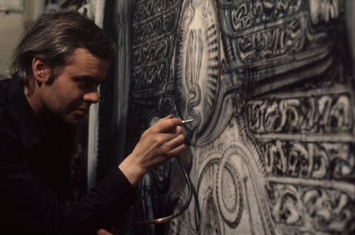 Giger at work with his airbrush. ALIEN ated in Gruy re  the frightening imagination of H R  Giger