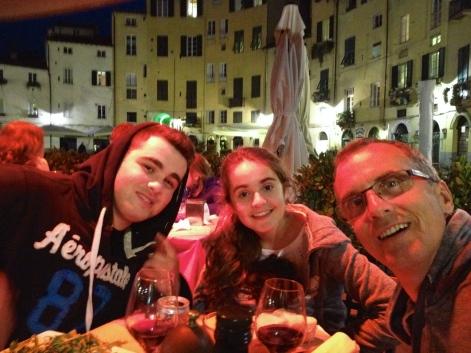 Dining al fresco in Lucca