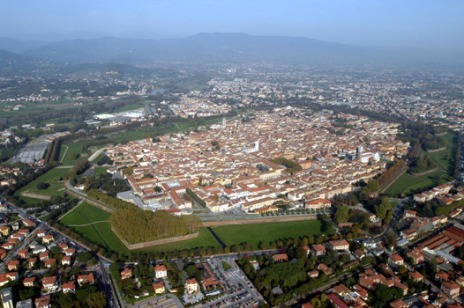 Lucca and its exterior walls, 4kms in circumference.